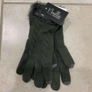 NWT Fuzzy winter texting gloves in olive green
